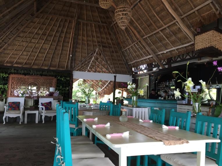 El Pez dining area